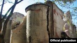 Վրաստան - Թբիլիսիի Սուրբ Գեւորգ եկեղեցու վնասված հատվածներից, 2009թ.