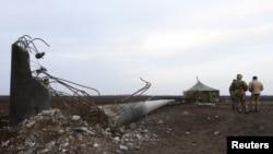 Зруйнована внаслідок вибуху опора ЛЕП на Херсонщині