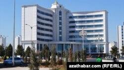 Школа Рухнамы, на 2-м этаже расположен муниципальный департамент народного образования.