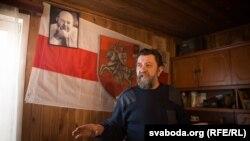 Валер Костка ў пачатку 1990-х быў дэпутатам абласнога савету ад Маладэчна