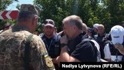 Обмін інформацією між військовими та представниками ОБСЄ на Станично-Луганському КПВВ з приводу подальших кроків розведення сил