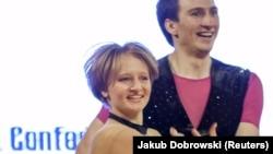 Кацярына Ціханава танчыць з Іванам Клімавым падчас Кубка сьвету па акрабатычным рок-н-роле ў Кракаве. Польшча, 12 красавіка 2014 году