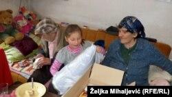 Mala Zorica Vranješ sa bakom Anđom i djeom Sumeunom, foto: Željka Mihaljević