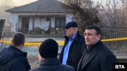 Главният прокурор Иван Гешев и вътрешният министър Младен Маринов по време на спецакцията в село Галиче