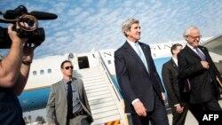 Жон Керри Тел-Авивдин жанындагы аэропортто, 2-январь, 2014.