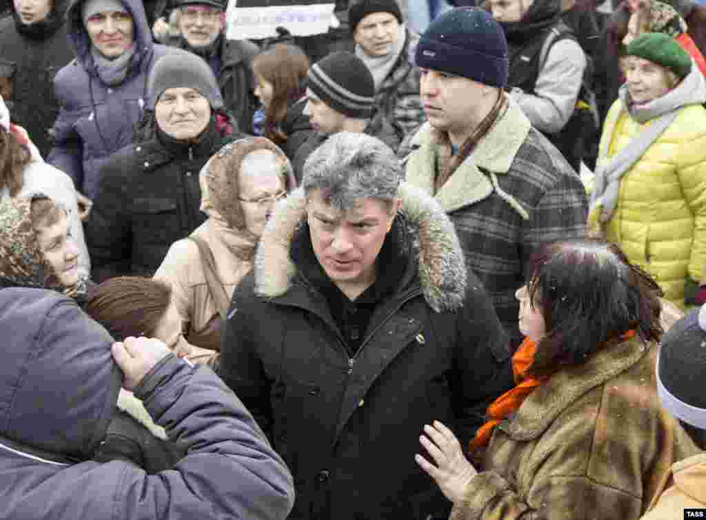 Nemtsov attends a 2014 rally in Yaroslavl against the abolition of direct elections for the office of mayor.