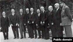 در کابینه نخست چهرهای مانند فضلالله زاهدی وزارت کشور را به عهده داشت. یک نظامی کهنهکار که سالها از نزدیکان مورد اعتماد رضا شاه بود.