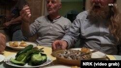 Рунэ Гокштад і Торы Мэнт'ярві каштуюць беларускі алькаголь