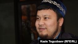 Ерсын Амре, заместитель имама Центральной мечети Алматы, в суде по делу журнала Adam bol. 24 октября 2014 года.