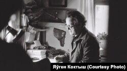 Алесь Адамовіч. Фота Яўгена Коктыша