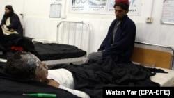 Госпитализированный результате ранения в ходе авиаудара в афганской провинции Гильменд ребенок. 29 ноября 2018 года.