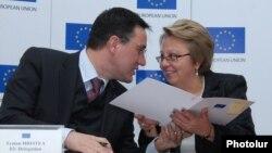 Armenia - The head of the EU Delegation in Yerevan, Traian Hristea (L), announces fresh EU asssistance to Armenia, 18Dec2014.