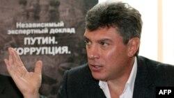 Борис Немцов президент Путиннинг ашаддий танқидчиларидан бири эди.