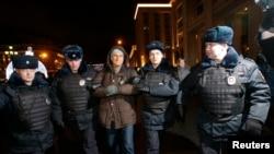 Полиция задержала более 10 человек на акции в поддержку Олега и Алексея Навальных
