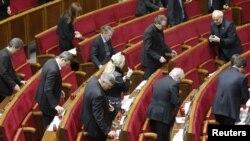 Оппозиционные депутаты в парламенте 17 декабря