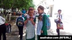 Mekdep okuwçylary, Aşgabat
