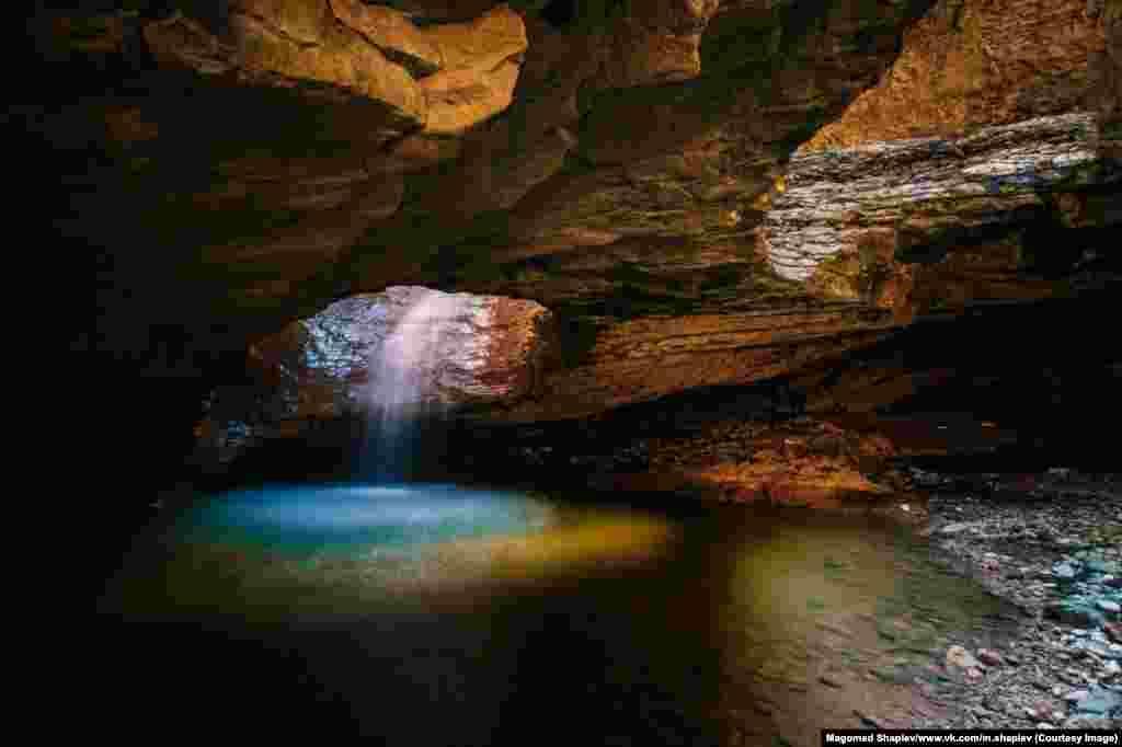Еще одно из открытий Шапиева - фотография подземелья в Дагестане