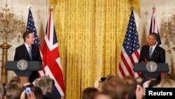 Британия премьер-министры Дэвид Кэмирон (с) һәм АКШ президенты Барак Обама иң беренчеләрдән булып парадка бармау турында белдерде