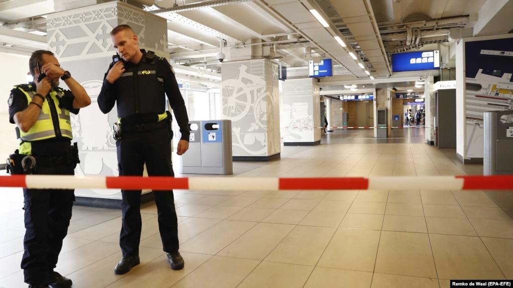 У нападавшего с ножом в Амстердаме были «террористические мотивы»