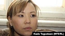 """Алия Турусбекова, жена лидера оппозиционной партии """"Алга"""" Владимира Козлова. Алматы, 6 февраля 2012 года."""