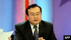 ليو جيانچائو، سخنگوی وزارت امور خارجه چين، روز پنج شنبه، در يک کنفرانس خبری در پکن دولت ايران را به انعطاف پذيری در برابر خواسته های جامعه جهانی دعوت کرد.