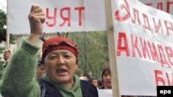 Наблюдатели опасаются, что стабильность вернется в Киргизию еще не скоро