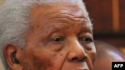 Экс-президент Южной Африки Нельсон Мандэла на похоронах правнучки, Сандтон, Юж.Африка, 17 июня2010