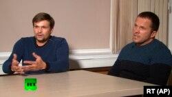 Руслан Боширов (сол жақта) және Александр Петров деп аталған адамдар Ресей үкіметі қаржыландыратын RT телеарнасына сұхбат беріп отыр. 13 қыркүйек 2018 жыл.