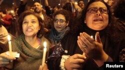 Манифестанты, собравшиеся на площади Тахрир в Каире, после объявления об отставке президента Хосни Мубарака. 11 февраля 2011 года