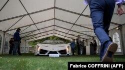 Ламборџини Венето роудстер од 2014 година, еден од само деветте произведени такви автомобили, кој се очекува да биде продаден за најмалку 5,2 милиони франци