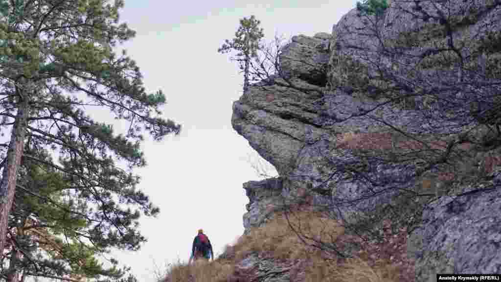 Тропа под скальным карнизом Балан-Кая