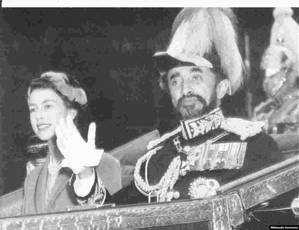 Елизавета Вторая и император Эфиопии Хайле Селассие, 1952 год.