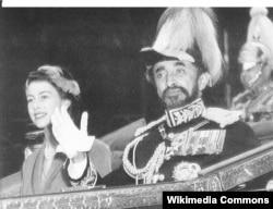 Хайле Селассие вместе с молодой королевой Великобритании Елизаветой Второй