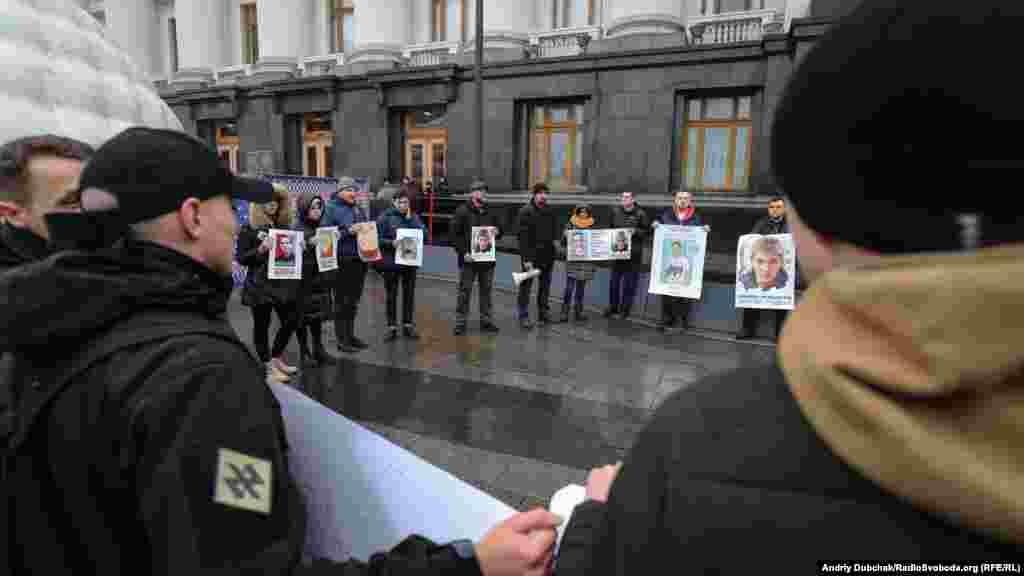 За даними Радіо Свобода – з власних джерел – усі троє обвинувачених є у списках для обміну, який, згідно з домовленостями Тристоронньої контактної групи в Мінську, має відбутися ще до Нового року