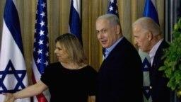 سارا نتانیاهو در کنار بنیامین نتانیاهو و جو بایدن