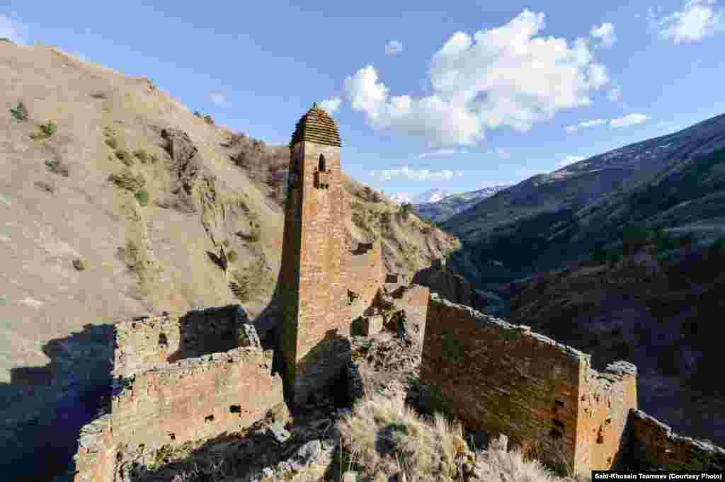 Средневековая крепость в горах Чечни