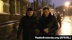 Народний депутат Андрій Іванчук на запитання журналіста переважно мовчить