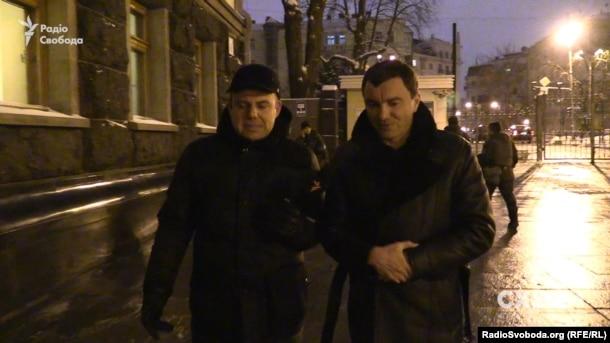 Народный депутат Андрей Иванчук на вопрос журналиста преимущественно молчит