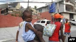 По оценкам Красного Креста, землетрясение в Гаити лишило крова, еды и медикаментов до трех миллионов человек