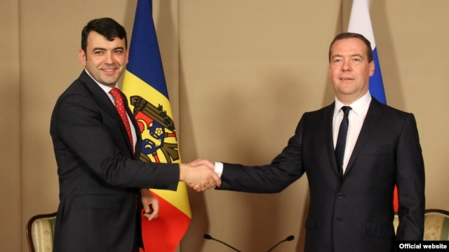 Prime Ministers Chiril Gaburici of Moldova and Dmitry Medvedev meet in Burabay on May 29.
