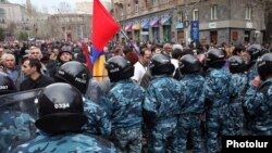 Armenia -- Riot police at a rally held in Yerevan by the opposition Armenian National Congress, 8Apr2011.