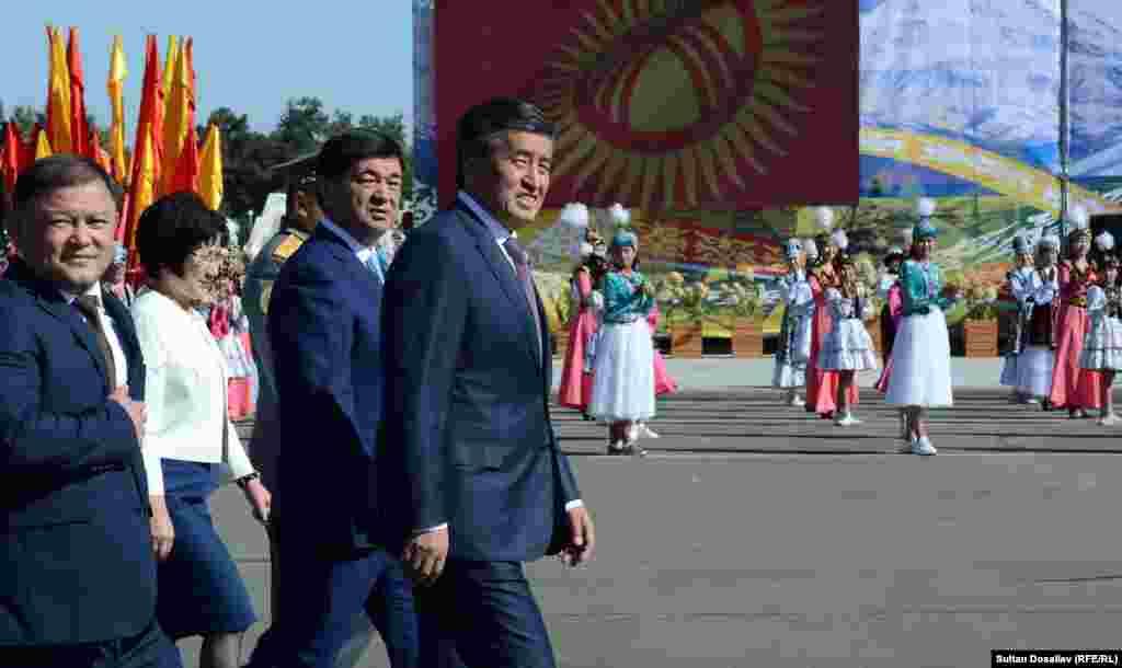Быйыл Сооронбай Жээнбеков президент катары биринчи жолу кыргызстандыктарды бул майрам менен куттуктады.