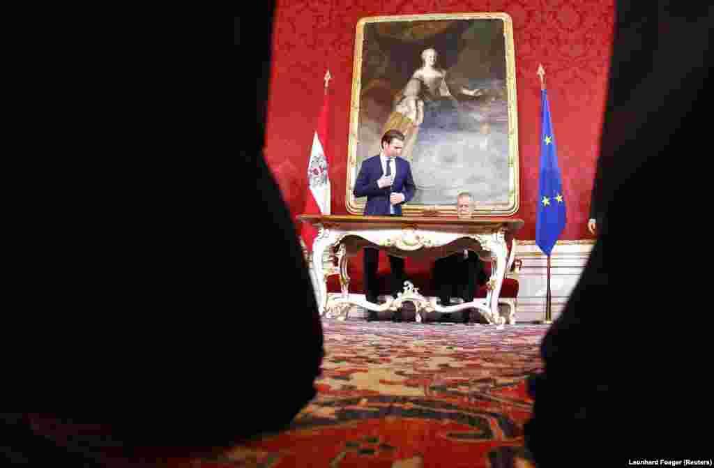 АВСТРИЈА - За време на претседавањето со Европскиот совет Австрија ќе продолжи да се залага за европска перспектива на балканските земји, изјави денеска австрискиот канцелар Себастијан Курц. Австрискиот вицеканцелар Хајнц-Кристијан Штрахе, пак, изјави дека не станува збор за прием на Турција во ЕУ. Штрахе оцени дека ЕУ треба да има партнерски односи со Турција, но мора јасно да каже дека не може да се водат преговори за членство.