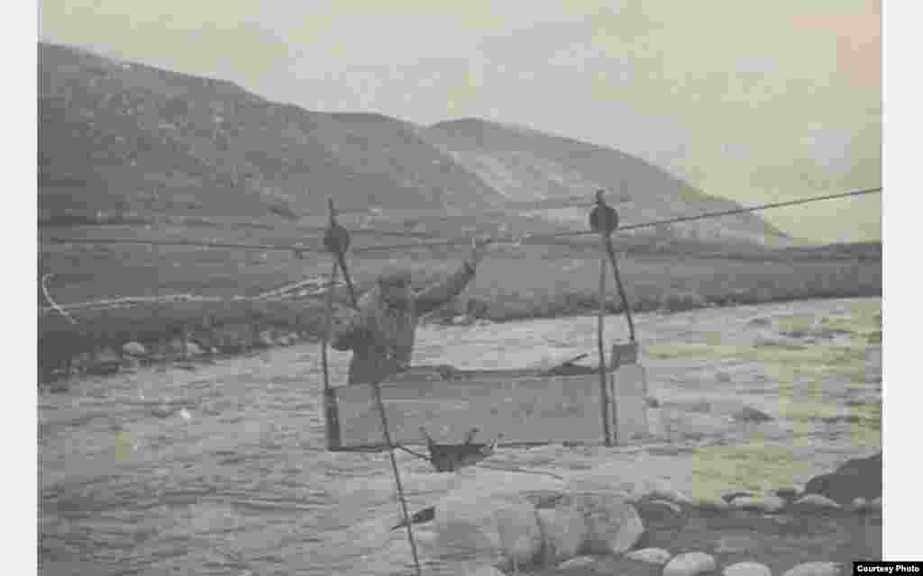 Гидрометрический створ на реке Нарын - Кок-Джерты. 1938 год.