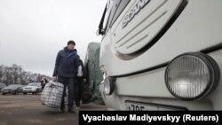 Внаслідок обміну на Донбасі на підконтрольну Україні територію повернулися 76 громадян (12 військових і 64 цивільних)