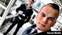 Про вилучення листів Олег Мельничук (праворуч) повідомив своєму адвокату Едему Семедляєву