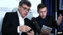 Борис Нємцов (л) і Леонід Мартинюк (п)