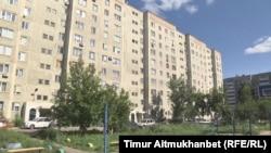 Жилой дом на улице Бестужева в Павлодаре. 2 августа 2016 года.
