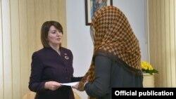 Presidentja Jahjaga pranoi aplikacionet e para për njohjen e statusit të të mbijetuarit të dhunës seksuale gjatë luftës, 19 mars 2016