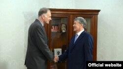 Ален Дестекс и Алмазбек Атамбаев.